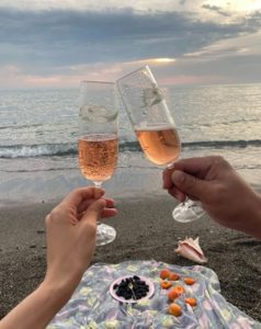 Couple drinking champagne at beach